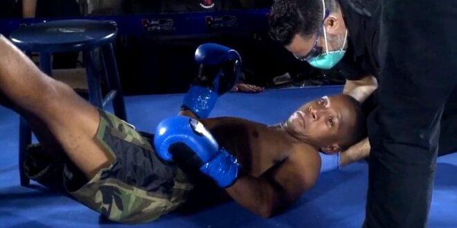 """Estremecedor KO en el regreso del boxeo a Miami: quedó """"anestesiado"""" de pie y cayó desplomado en la lona (video)"""