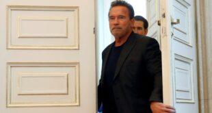 El indestructible Arnold Schwarzenegger: fue operado por tercera vez del corazón y posó desde el hospital